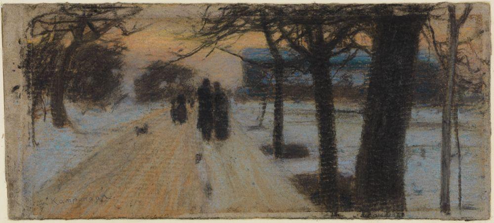 Spaziergänger auf schneebedeckter Strasse am Abend